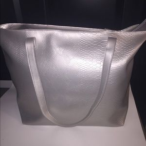 Nwt 💋Bath and Body works Silver tote 💋
